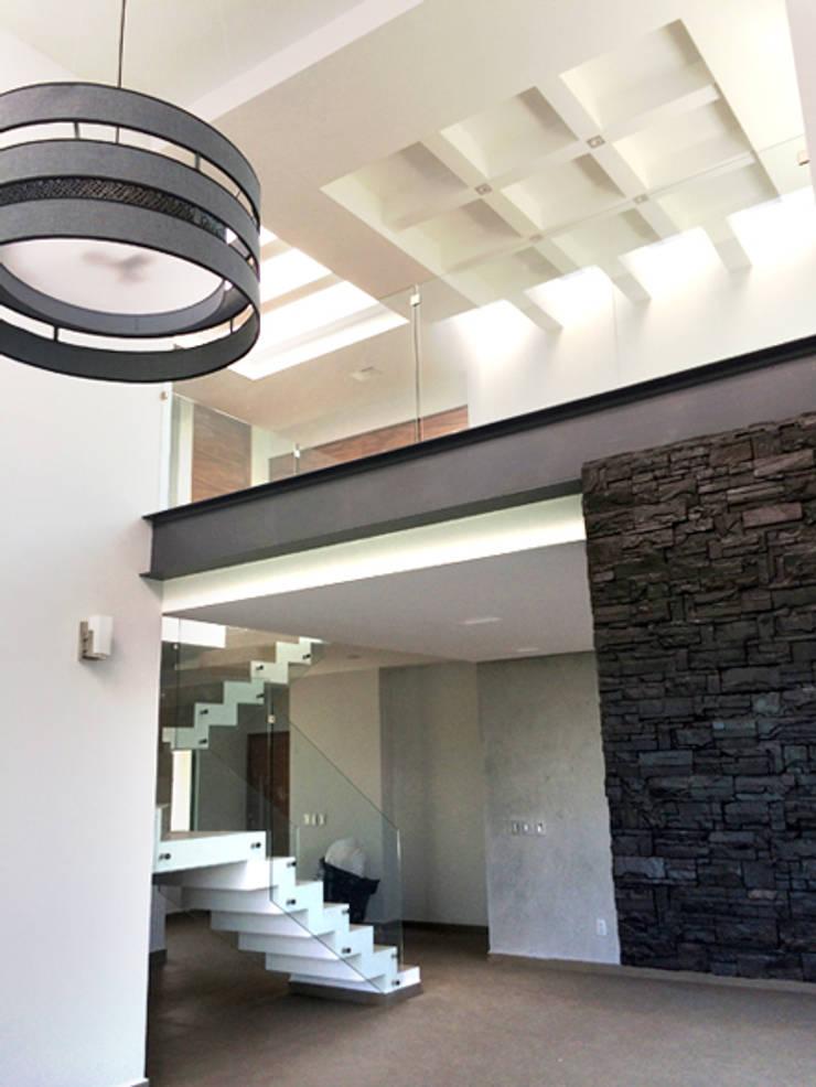 Sendero: Salas de estilo  por Base-Arquitectura