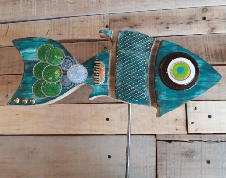 Peces de Madera: Hogar de estilo  por Madre Tierra-Diseños  del  Alma