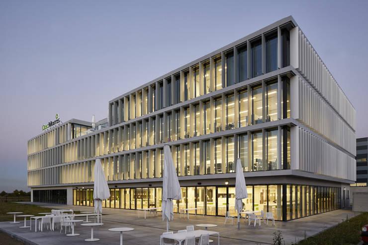 Sede Central DocMorris:  de estilo  de TBI Architecture & Engineering