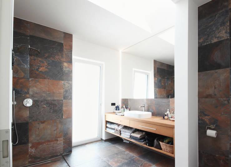 浴室 by Planungsgruppe Korb GmbH Architekten & Ingenieure