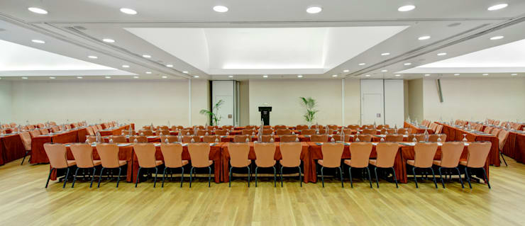 Hotel Tivoli Avenida da Liberdade: Escritórios e Espaços de trabalho  por MARIA ILHARCO DE MOURA ARQUITETURA DE INTERIORES E DECORAÇÃO,