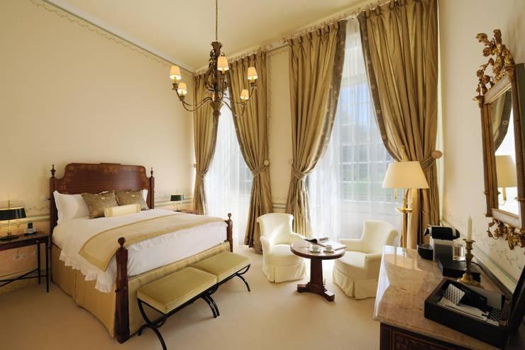Hotel Tivoli Palácio de Seteais: Quartos  por MARIA ILHARCO DE MOURA ARQUITETURA DE INTERIORES E DECORAÇÃO