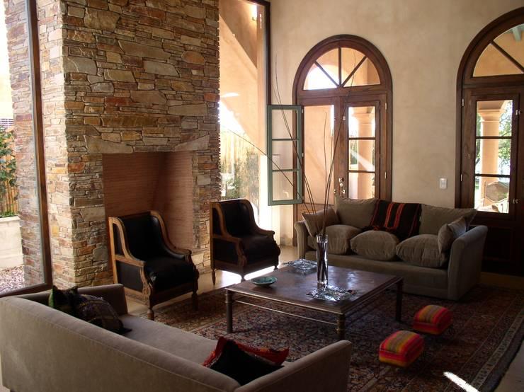 CASA EN RINCON DE MILBERG - TIGRE: Livings de estilo  por Rocha & Figueroa Bunge arquitectos