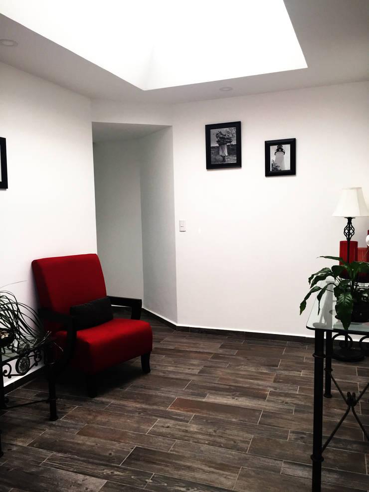 Corridor & hallway by RAVE Arch, Modern