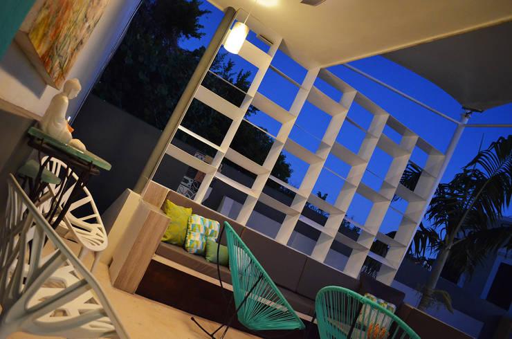 Terrazas de estilo  por Workshop, diseño y construcción