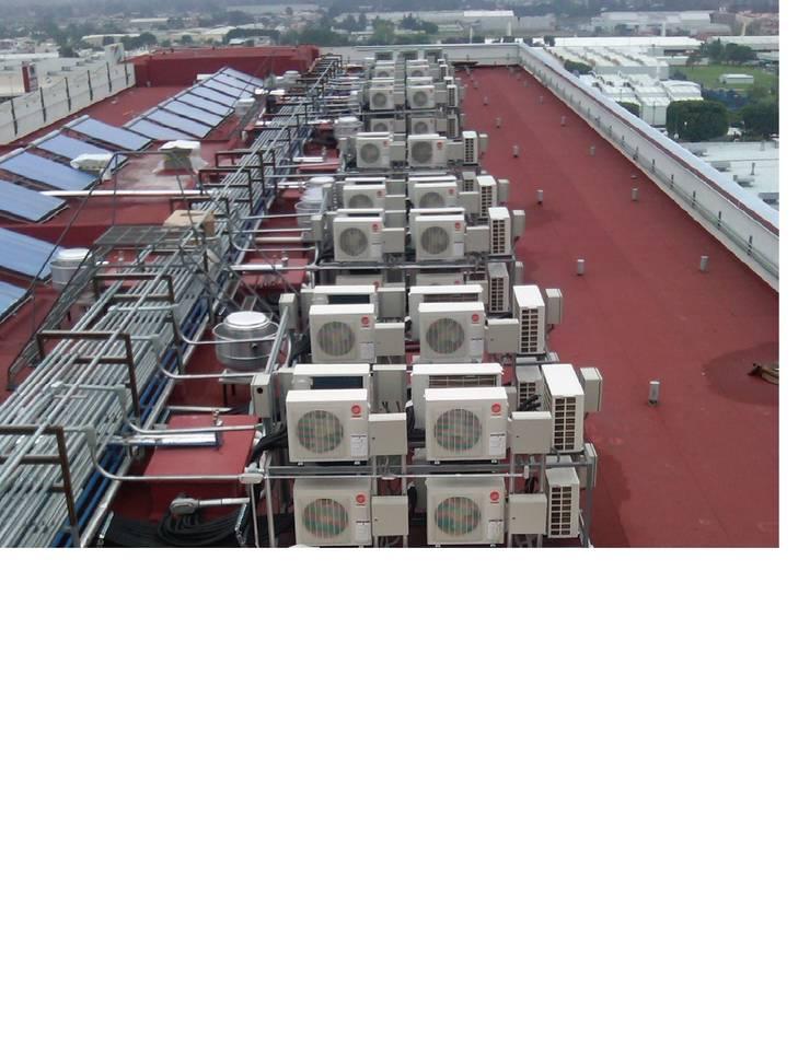 Condensadoras instaladas en azotea: Casas de estilo  por ABA Confort S.A de C.V