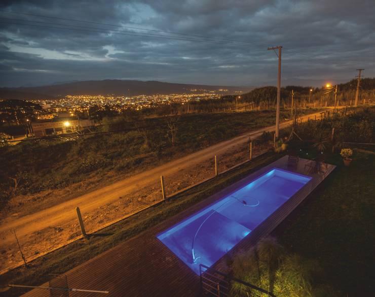 Casa Finca Cuyaya: Casas de estilo moderno por Horizontal Arquitectos