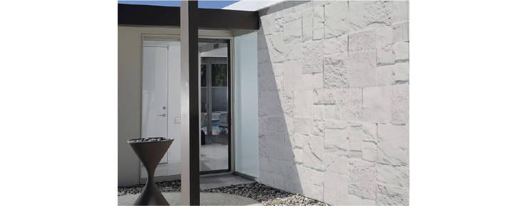 Cantera Galarza: Paredes y pisos de estilo moderno por ENFOQUE CONSTRUCTIVO
