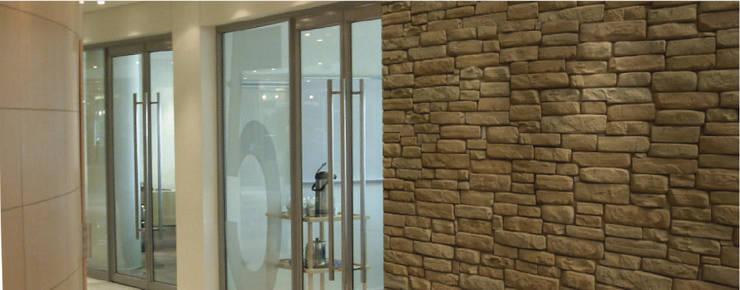 Piedra Pretil Tajin: Paredes y pisos de estilo moderno por ENFOQUE CONSTRUCTIVO