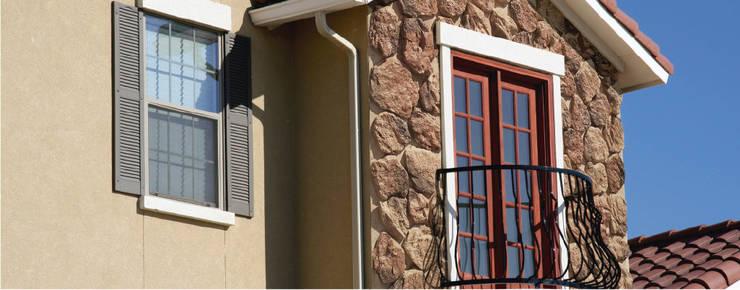Piedra de Rancho Colorado: Paredes y pisos de estilo rústico por ENFOQUE CONSTRUCTIVO