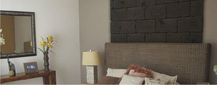 Piedra Sillar Real Tabaco: Paredes y pisos de estilo moderno por ENFOQUE CONSTRUCTIVO