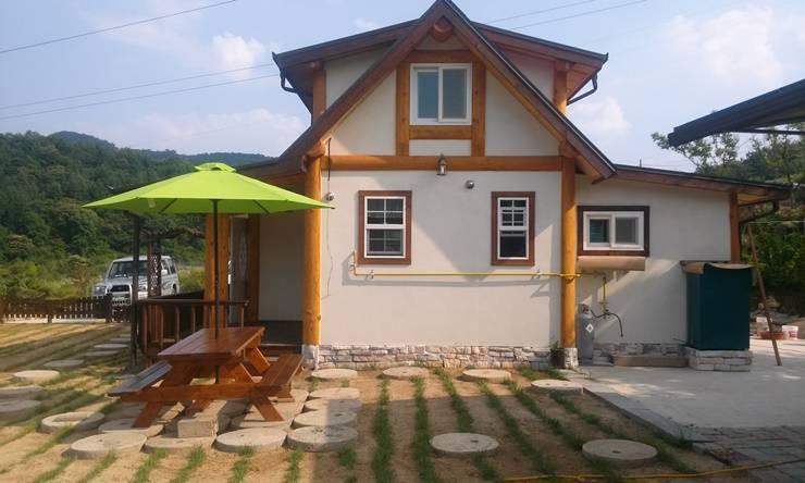 18평 소형 통나무집: 보국주택의  주택,