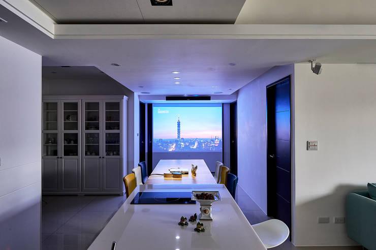 餐廳變身視聽享樂區:  廚房 by 青瓷設計工程有限公司