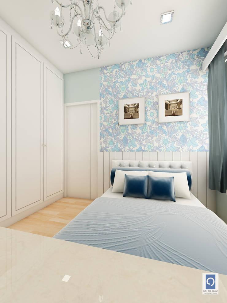 12 แบบตู้เสื้อผ้าภายในห้องนอน ที่ไม่ว่าจะมองมุมไหนก็สวยงาม:   by ริชวัน กรุ๊ป