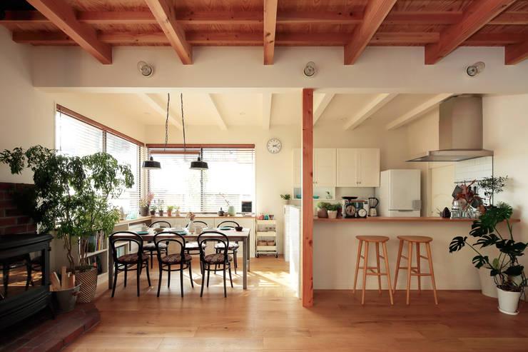 Projekty,  Jadalnia zaprojektowane przez こぢこぢ一級建築士事務所