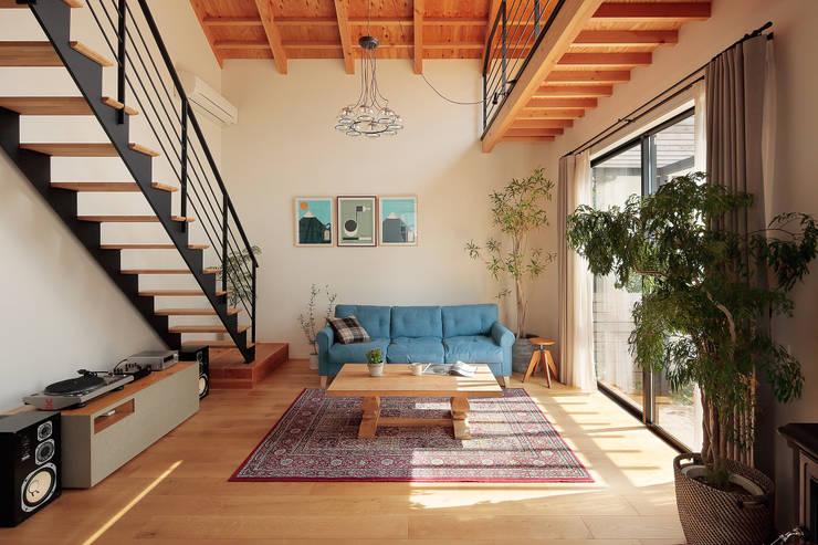 Projekty,  Salon zaprojektowane przez こぢこぢ一級建築士事務所