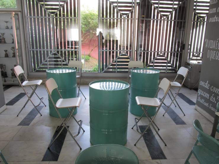 Restaurante Ginásio Clube Português: Salas de estar  por MARIA ILHARCO DE MOURA ARQUITETURA DE INTERIORES E DECORAÇÃO,