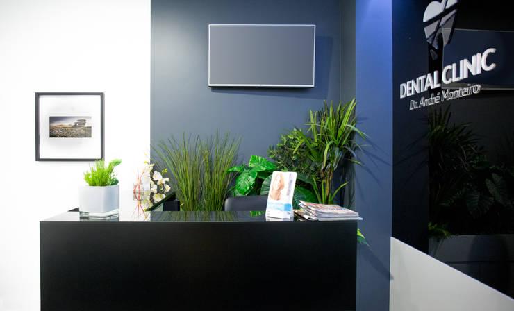 Dental Clinic: Clínicas  por Miguel Zarcos Palma,