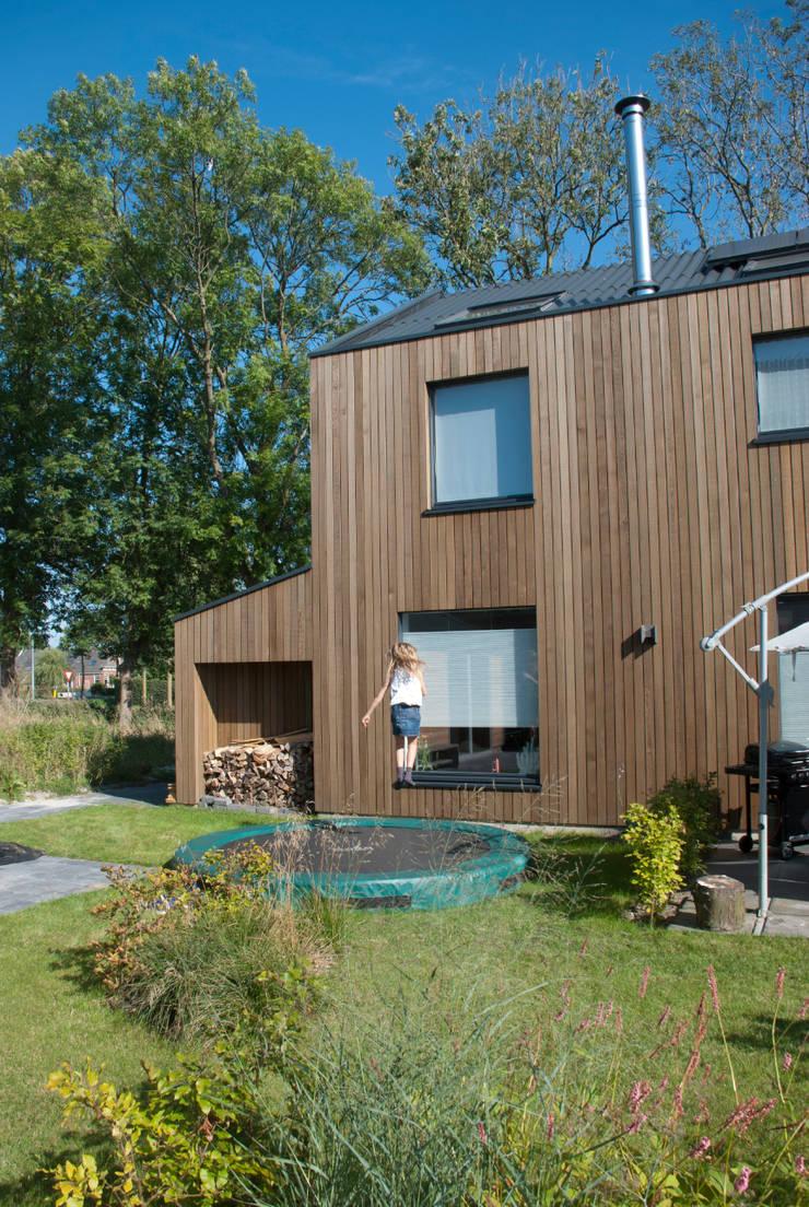 houtskeletbouw woning:   door WESTERBREEDTE architecten
