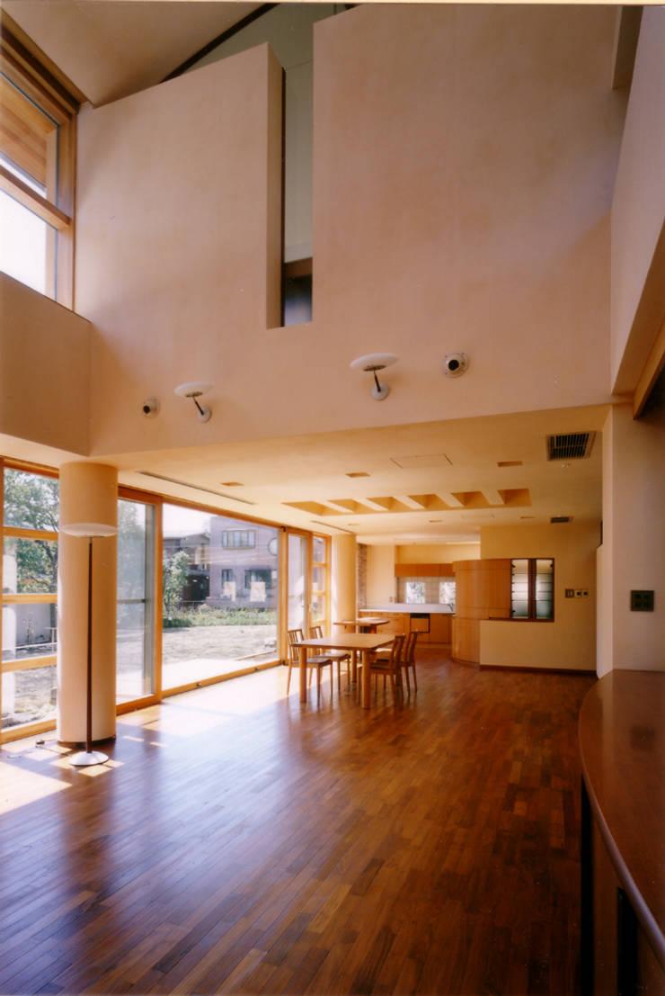 リビングよりダイニングを見る 地中海デザインの ダイニング の 豊田空間デザイン室 一級建築士事務所 地中海
