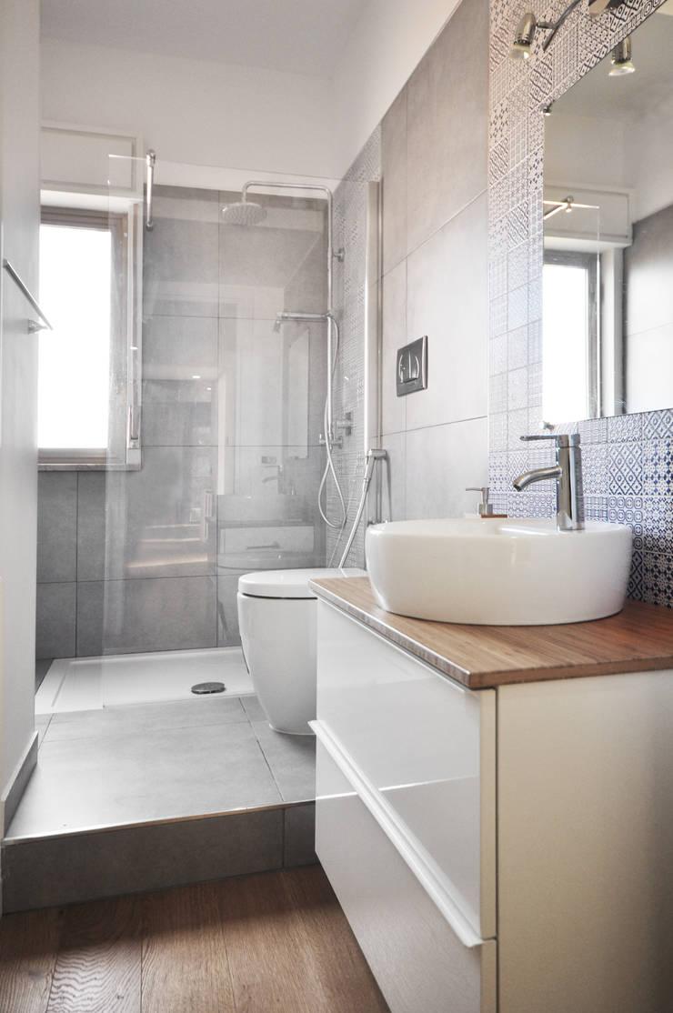 casa AB: Bagno in stile  di degma studio, Moderno