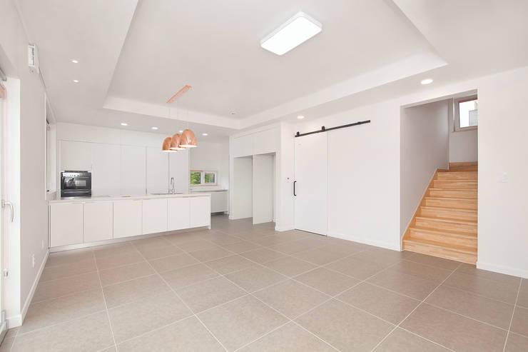 Living room by (주)그린홈예진