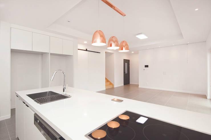 modern Kitchen by (주)그린홈예진