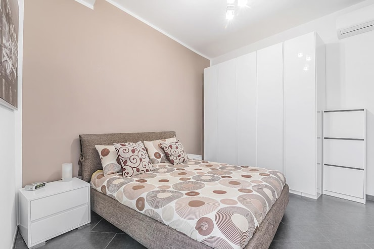 Camera da letto : Camera da letto in stile  di Facile Ristrutturare