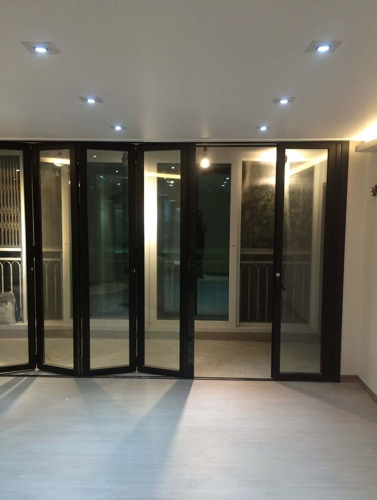 하월곡동 동신아파트: 다임디자인의  창문