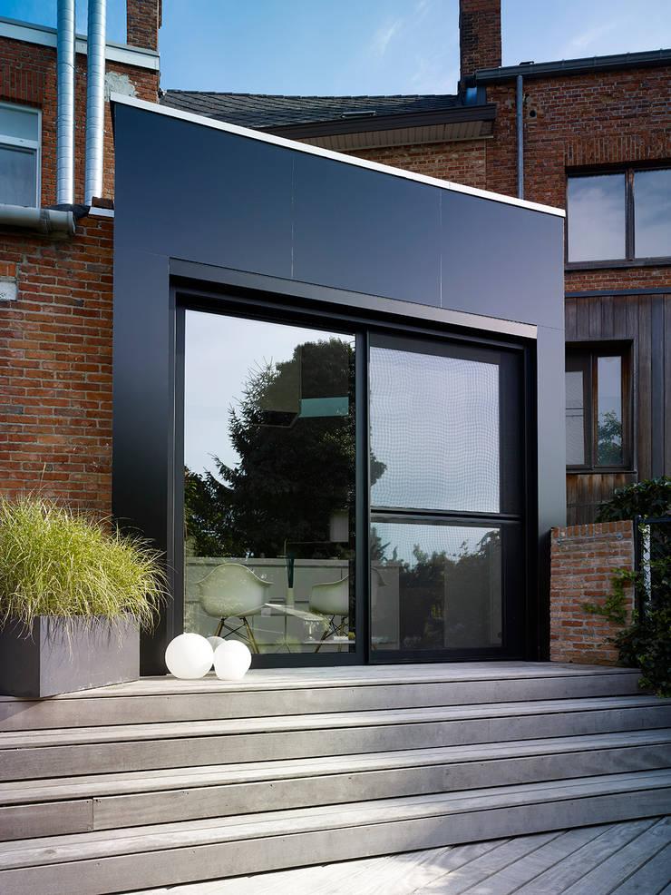 une paysage à habiter:  Huizen door White Door Architects, Minimalistisch