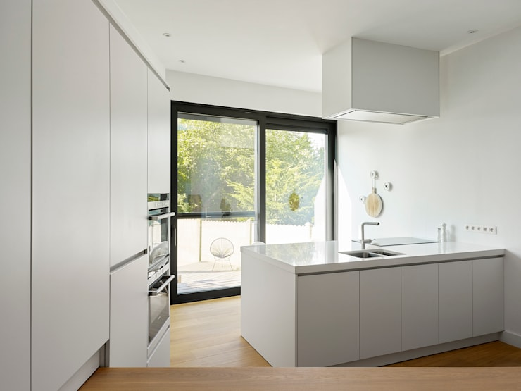 une paysage à habiter:  Keuken door White Door Architects, Minimalistisch
