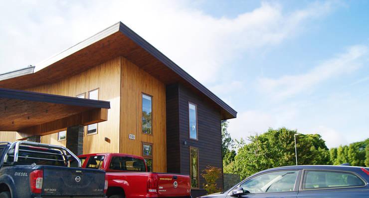 Fachada: Casas de estilo  por Smartlive Studio