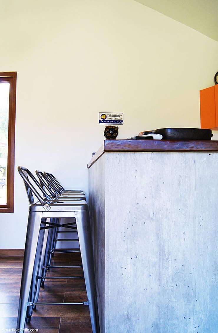 Barra de trabajo de quincho: Cocinas de estilo moderno por Smartlive Studio