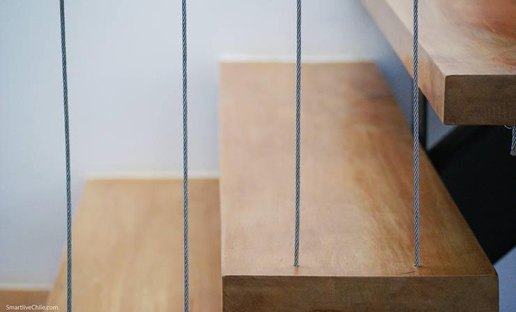 Detalle escalera: Pasillos y hall de entrada de estilo  por Smartlive Studio