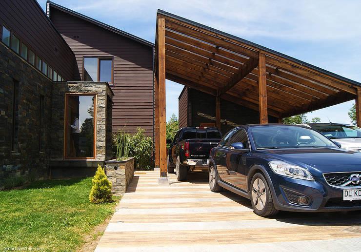 Acceso Principal (Sur): Casas de estilo moderno por Smartlive Studio