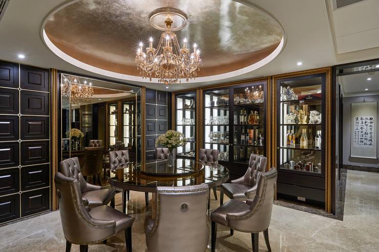 雙主牆餐廳,圍塑超華麗用餐情境:  餐廳 by 青瓷設計工程有限公司