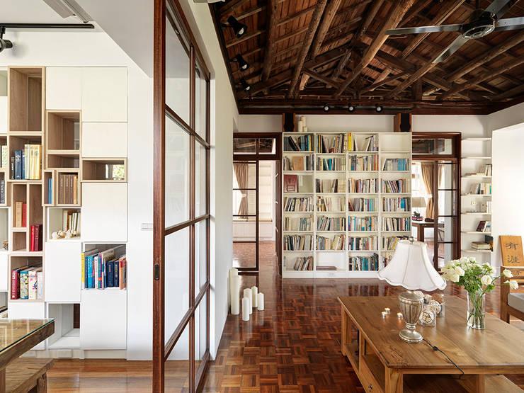 ห้องนั่งเล่น by 築築空間