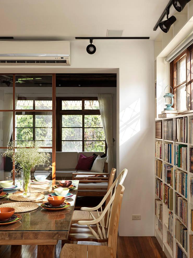 Comedores de estilo  de 築築空間, Escandinavo