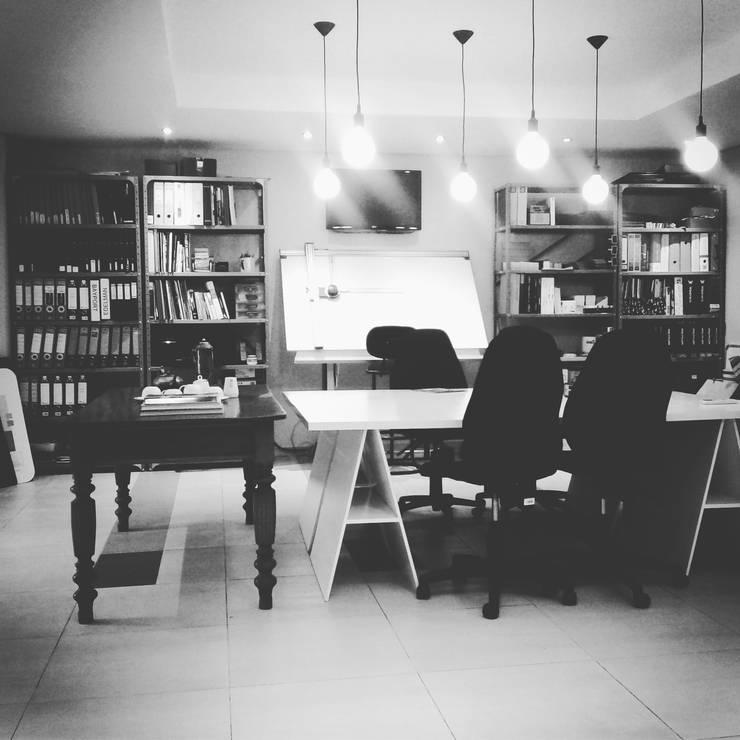 HEID Interior Design:  Offices & stores by HEID Interior Design, Minimalist