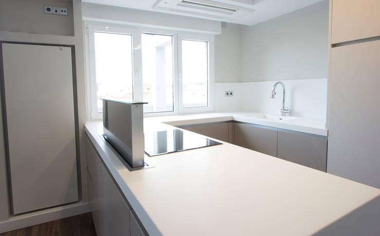 Cocina: Cocinas de estilo  de Bocetto Interiorismo y Construcción,