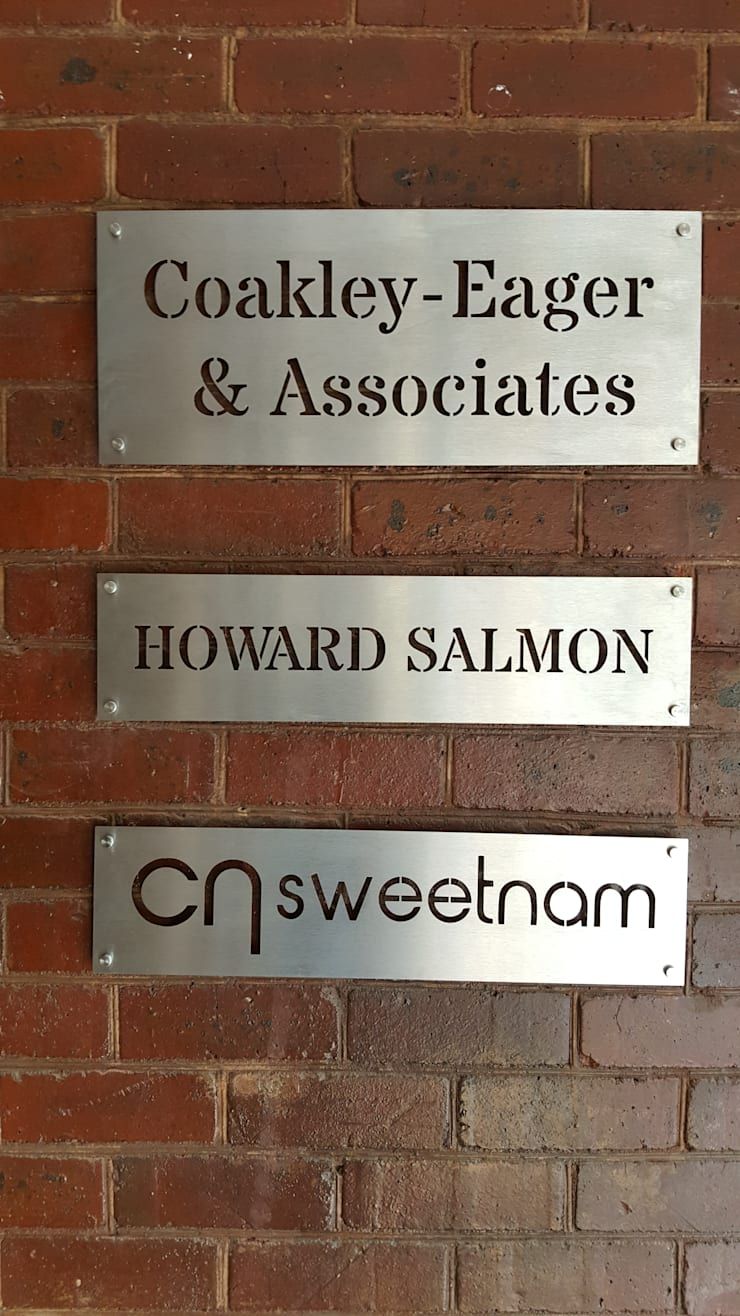 Professional signage for lawyers:  Commercial Spaces by Medalist, Modern Metal