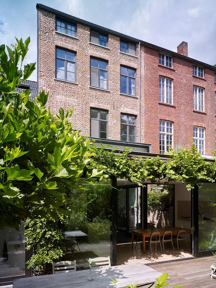villa 1:  Huizen door White Door Architects