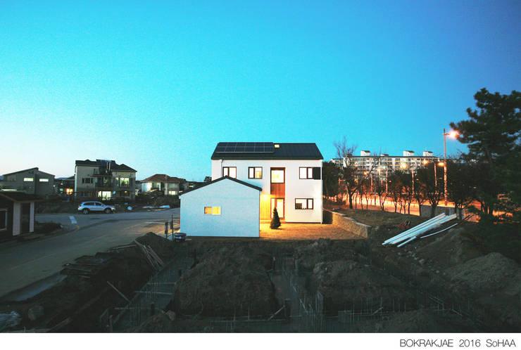 Casas de estilo  de 소하  건축사사무소    SoHAA, Moderno