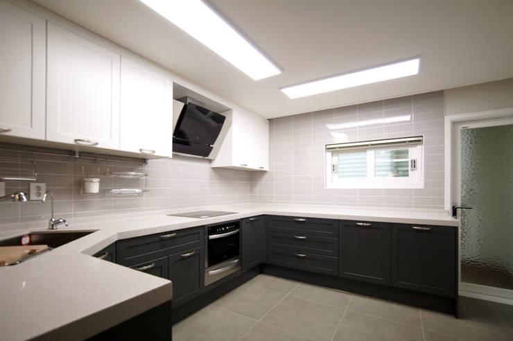 일산 일산동구 정발마을 건영1단지: 스토리희 디자인의  주방