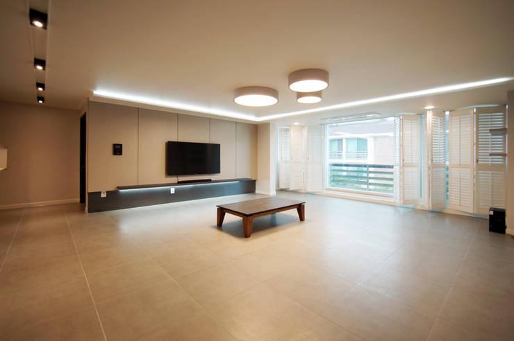일산 일산동구 정발마을 건영1단지: 스토리희 디자인의  거실