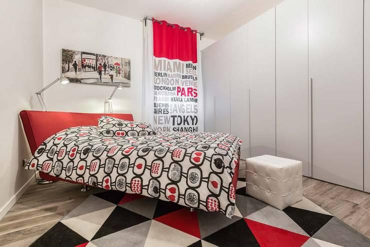 Camera da letto matrimoniale: Camera da letto in stile  di Facile Ristrutturare