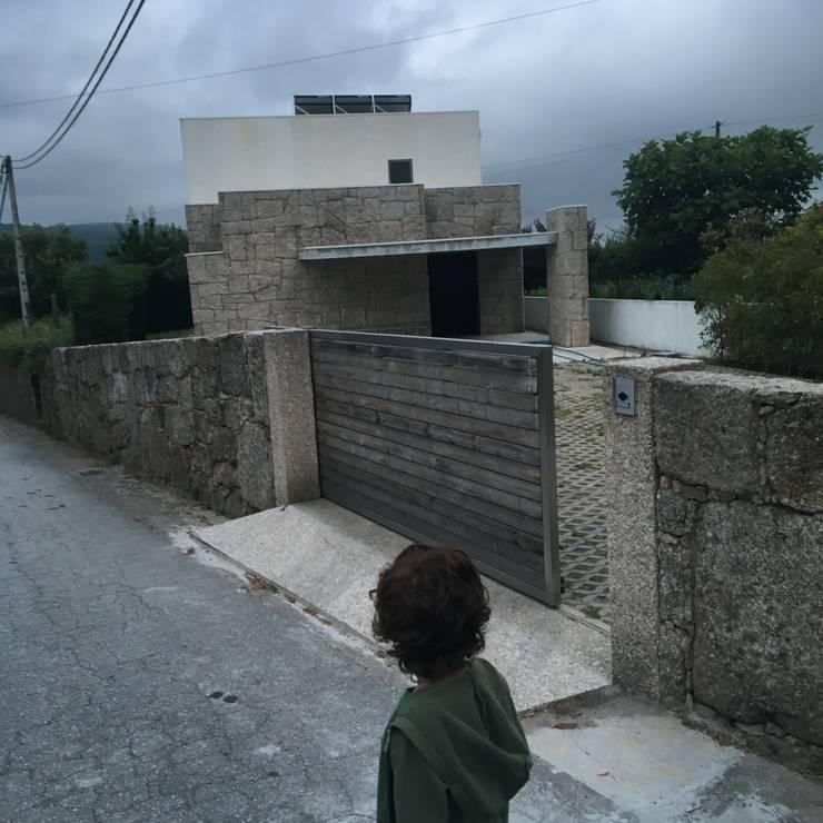Habitação unifamiliar: Casas  por face lda,