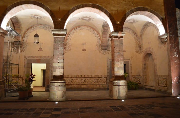 Patio de Novicias: Salones para eventos de estilo  por Light and Effect By VOLTAG