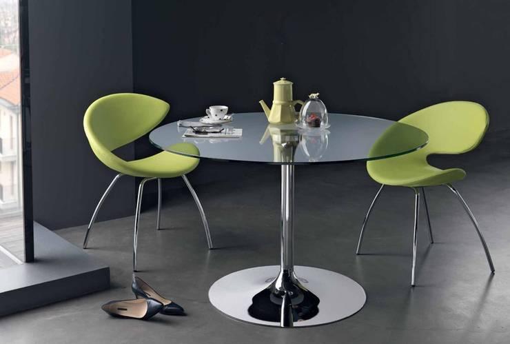 Mesas redondas com tampo de vidro Round tables with glass top www.intense-mobiliario.com  YTINIFNI : Salas de jantar  por Intense mobiliário e interiores;,