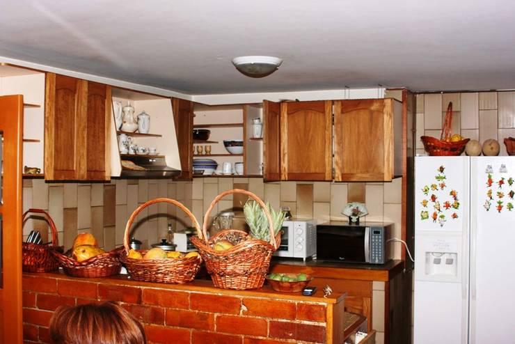 ANTES: Cocinas de estilo moderno por bdl concept/studio
